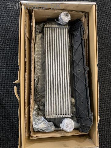 BMW F10 chladic - 1/2